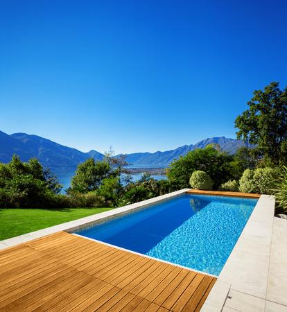 case moderne: Casa moderna, all'aperto