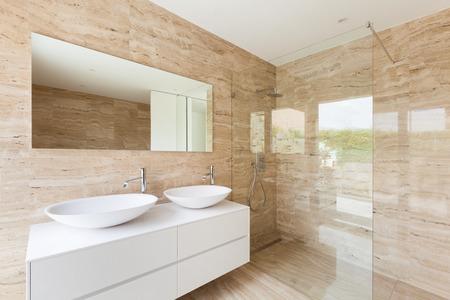 Belle salle de bains moderne, murs de marbre Banque d'images - 33884656