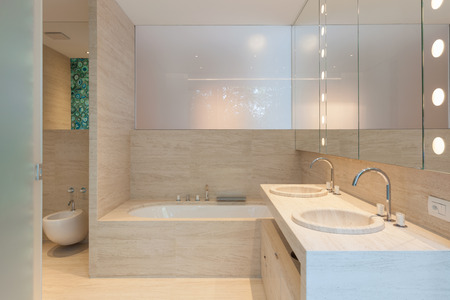 piastrelle bagno: Stanza da bagno moderna interna Archivio Fotografico