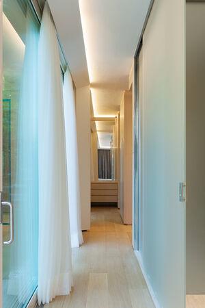 decore: Empty corridor, nobody inside