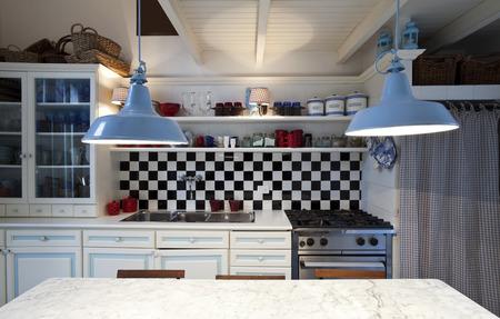 piastrella scacchiera, interno cucina Archivio Fotografico