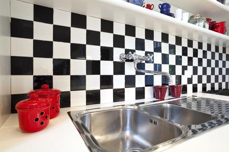 �chessboard: cocina azulejo tablero de ajedrez Foto de archivo