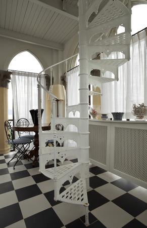 �chessboard: escalera de caracol, suelo de tablero de ajedrez