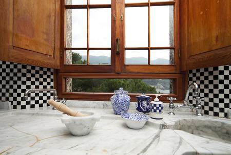 �chessboard: azulejo tablero de ajedrez, detalle de cocina