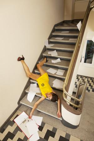 escalera: Retrato de la mujer, accidente escalera