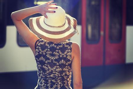 estacion de tren: Retrato de la mujer, de la estaci�n de tren
