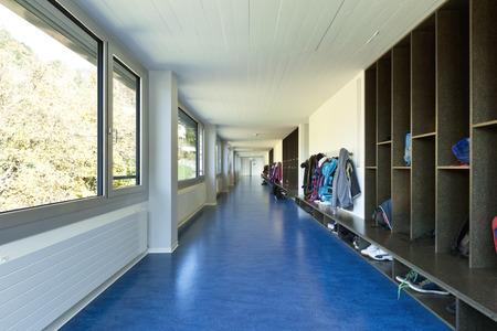 modern public school, corridor blue floor Standard-Bild