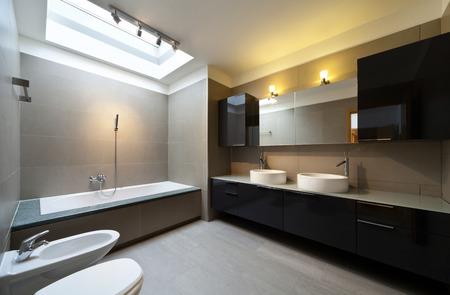 Hermoso apartamento, interior, cuarto de baño Foto de archivo - 35300576