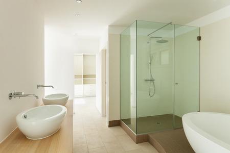 cabaña: Interior de una nueva casa vacía, cuarto de baño