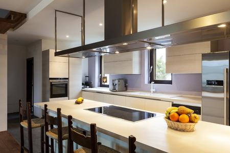 case moderne: Bella moderno loft, vista della cucina