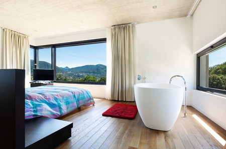 Villa moderna, interno, camera da letto con vasca