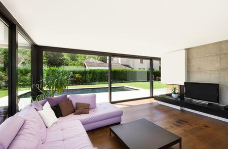 divan: Moderne Villa, Innen-, gro�es Wohnzimmer mit rosa Schlaf