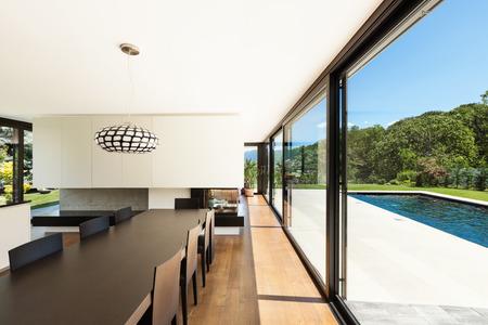 ventana abierta interior: Villa moderna, interior, hermoso comedor