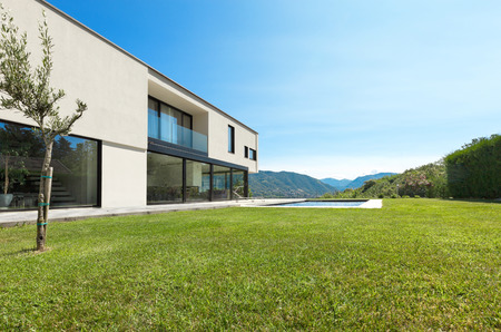 home garden: Modern villa with pool, view from the garden Stock Photo