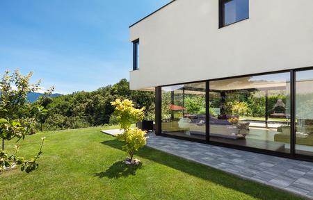 Moderne villa, outdoor, uitzicht vanuit de tuin Stockfoto
