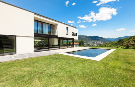 empty house: Modern villa with pool, view from the garden Stock Photo