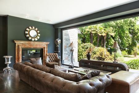 ventana abierta interior: hermosa sala de estar, muebles cl�sicos, interior