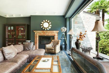 bel soggiorno, mobili classici, interni