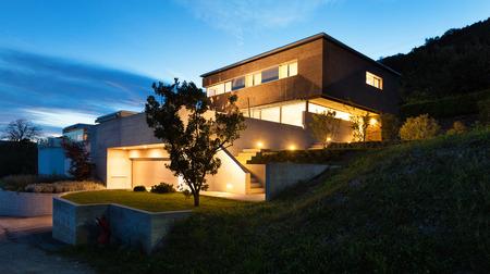 Architectuur modern design, mooi huis, nachtscène