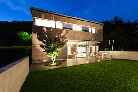 Architettura design moderno, bella casa, scena notturna Archivio Fotografico - 38293959