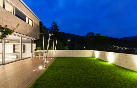 Architectuur modern design, mooi huis, nachtopname