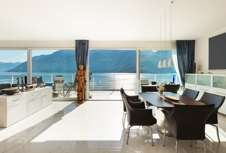 Architectuur, interieur, modern appartement, ruime woonkamer Stockfoto