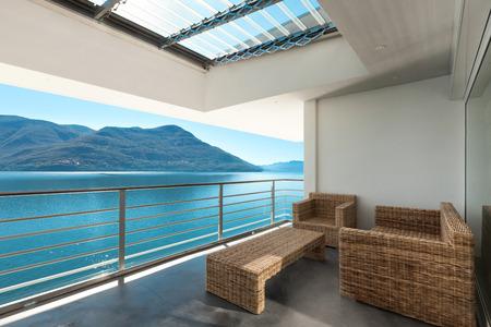 cielo y mar: hermosa terraza de un ático, fuera
