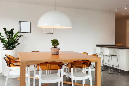 all'interno del delizioso appartamento arredato, vista sala da pranzo