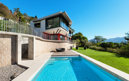 modern lifestyle: Modern villa with pool, view from the garden Stock Photo