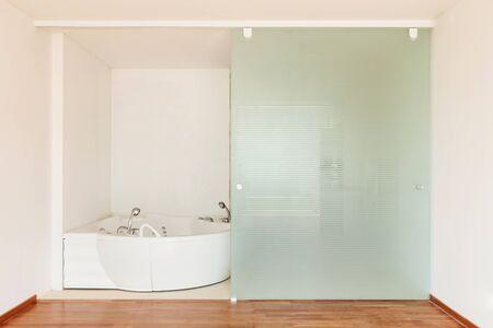 jacuzzi: Interior apartment, view bathroom with jacuzzi