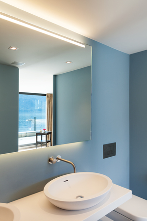 bathroom interior: Interior, modern apartment, comfortable bathroom