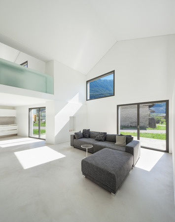 architettura, interno casa moderna, soggiorno con divano