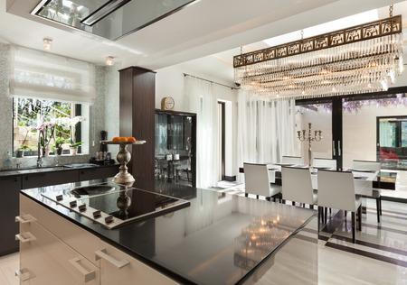 近代建築、高級マンションの美しいキッチン 写真素材