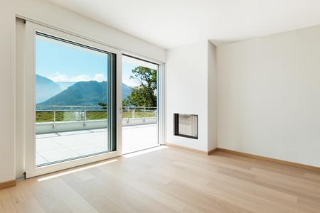 Interni, vuoto soggiorno di un appartamento moderno