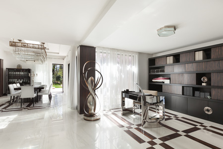 canicas: La arquitectura moderna, hermosa sala de un apartamento de lujo Foto de archivo
