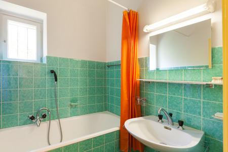 int�rieur de maison: int�rieur de la maison, ancienne salle de bain Banque d'images
