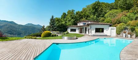 Architecture, belle villa avec piscine, à l'extérieur