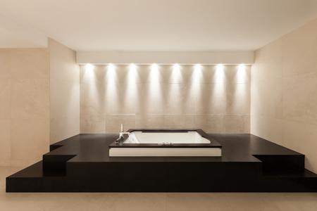 canicas: interior de la casa moderna, baño amplio de mármol con bañera