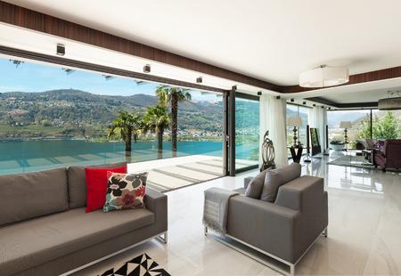architectuur, modern huis, mooie veranda met uitzicht op het meer, interieur