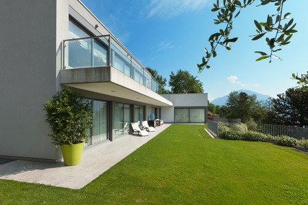the white house: Architecture, modern white house with garden, outdoors