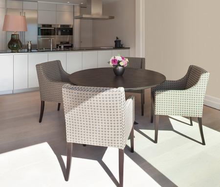 arredamento classico: Interni bellissimo appartamento, elegante sala da pranzo