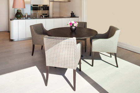 arredamento classico: Interior beautiful apartment, elegant dining room