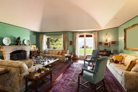 クラシックな内装の豪華な別荘のリビング ルームのインテリア