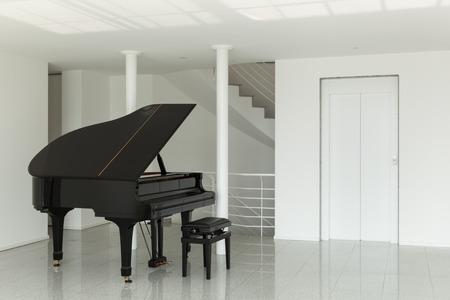klavier: Architektur, breite Halle mit Fl�gel unter Lizenzfreie Bilder
