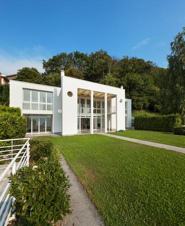 modern home: green garden of a white modern villa, external Stock Photo