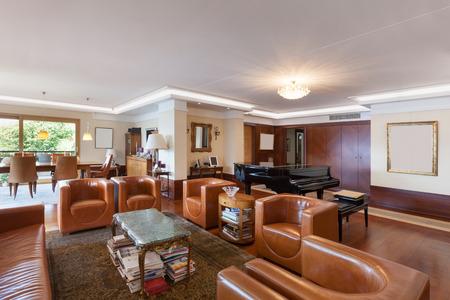 divan sofa: Interior of a modern apartment, comfortable living room