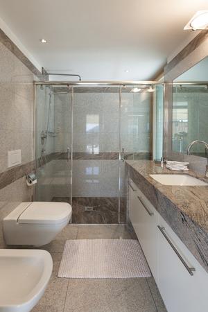 Interior of a modern apartment, domestic bathroom Banque d'images