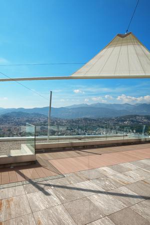 cielos abiertos: ático moderno, hermoso panorama desde una terraza, vista a la ciudad