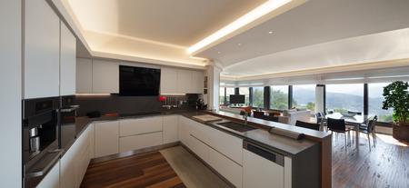 インテリアは、高級マンションの美しいモダンなキッチン 写真素材