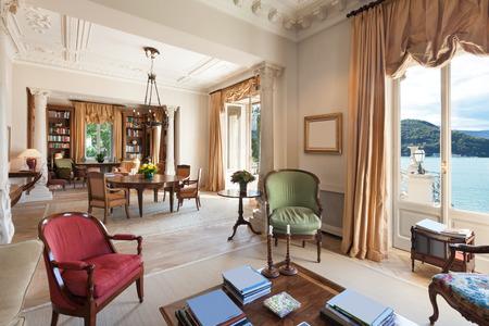 silla: Los interiores cl�sicos, sala de lujo en una casa de �poca Foto de archivo